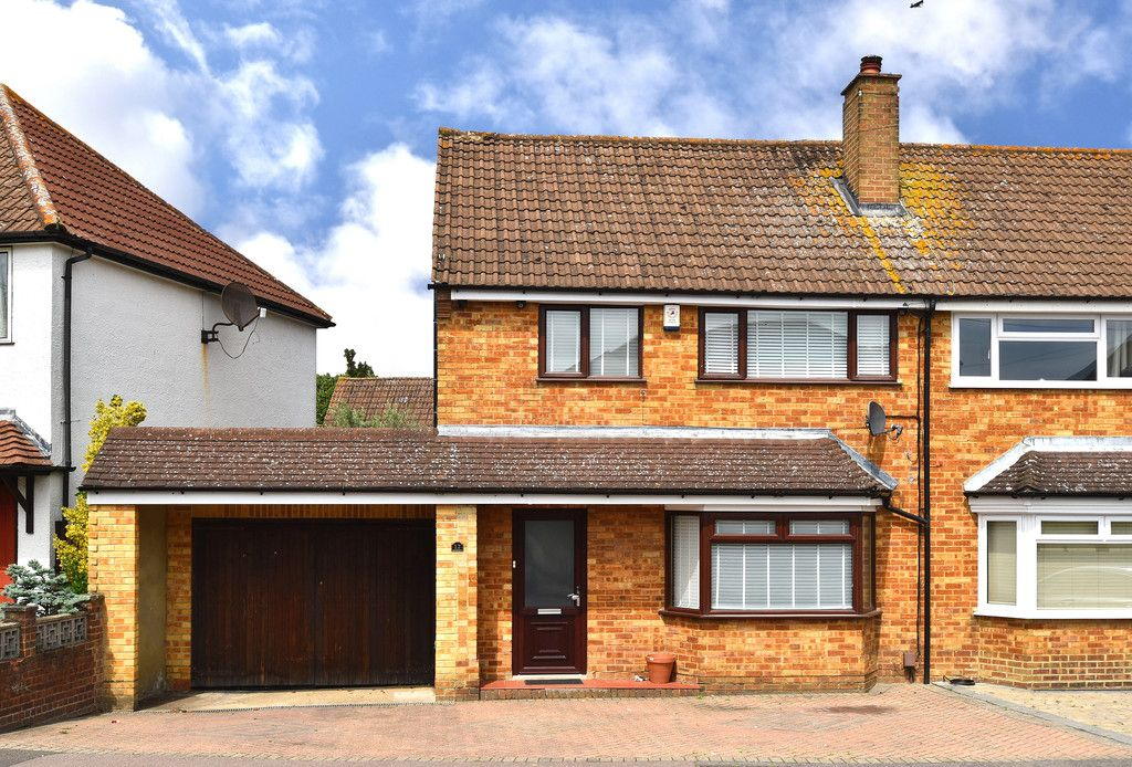 3 bed house to rent in Crescent Gardens, Swanley  - Property Image 1