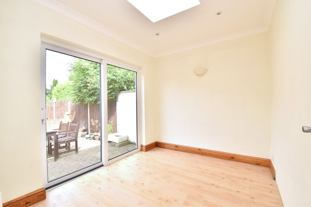 3 bed house to rent in Crescent Gardens, Swanley  - Property Image 9