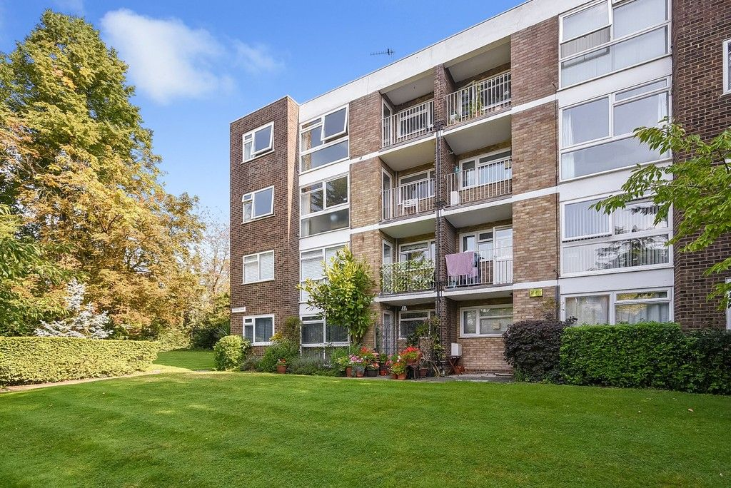 1 bed flat for sale in Beckenham Grove, Bromley, BR2