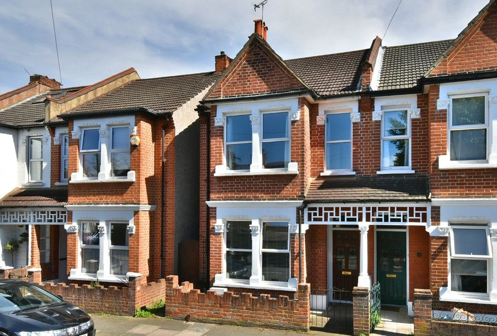 3 bed house for sale in Howard Road, Bromley - Property Image 1