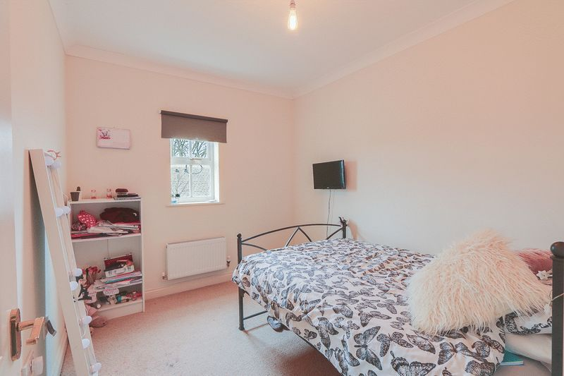 4 bed House to rent in Horton Crescent - Bedroom 3 (Property Image 10)