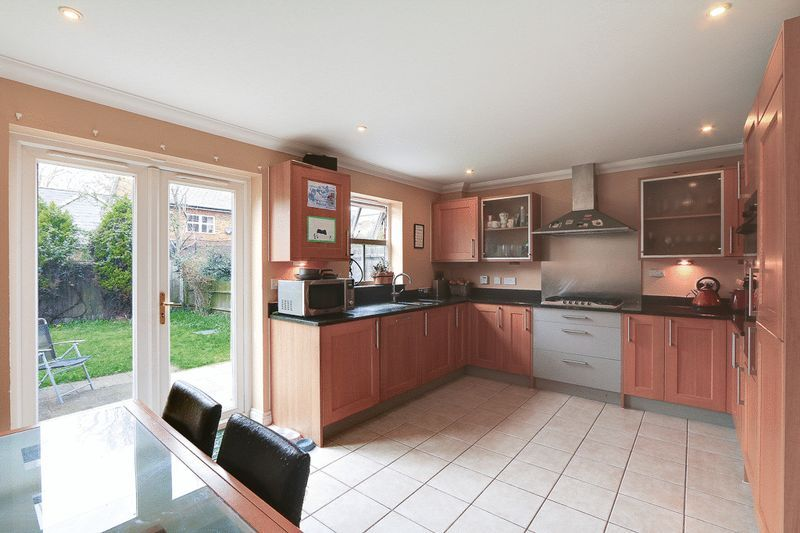 4 bed House to rent in Horton Crescent - Kitchen / Diner (Property Image 2)