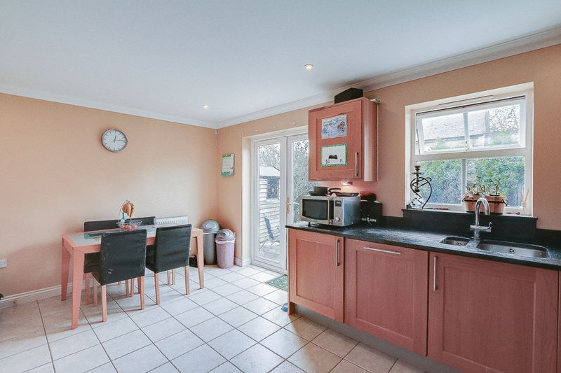 4 bed House to rent in Horton Crescent - Kitchen / Diner (Property Image 3)