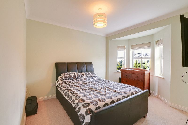4 bed House to rent in Horton Crescent - Bedroom 2 (Property Image 8)