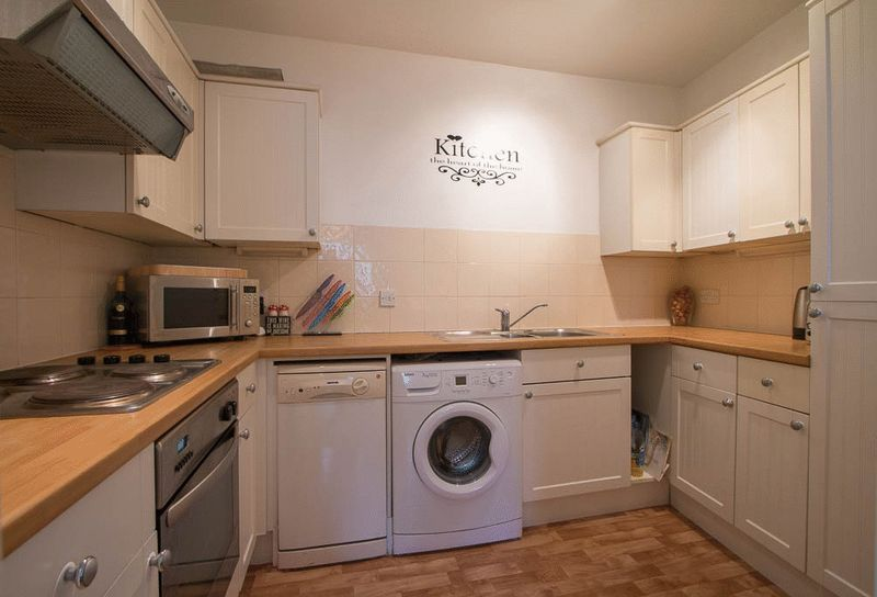 1 bed Flat to rent in High Street - Kitchen (Property Image 2)