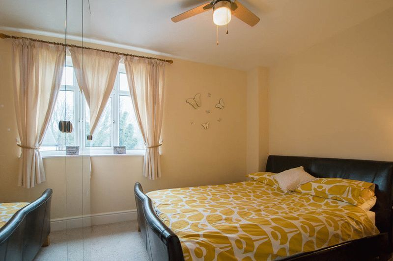 1 bed Flat to rent in High Street - Bedroom (Property Image 3)