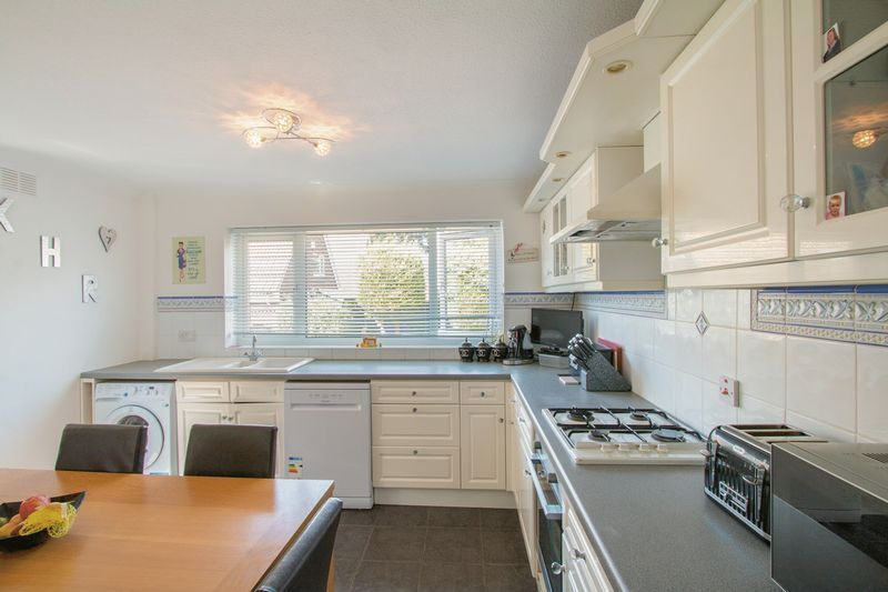 4 bed House for sale in Nork Way - Kitchen Breakfast Room (Property Image 4)