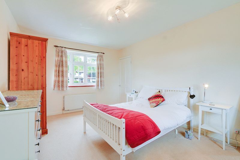 4 bed house for sale in Green Curve  - Property Image 13