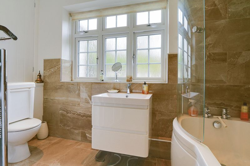 4 bed house for sale in Green Curve  - Property Image 17