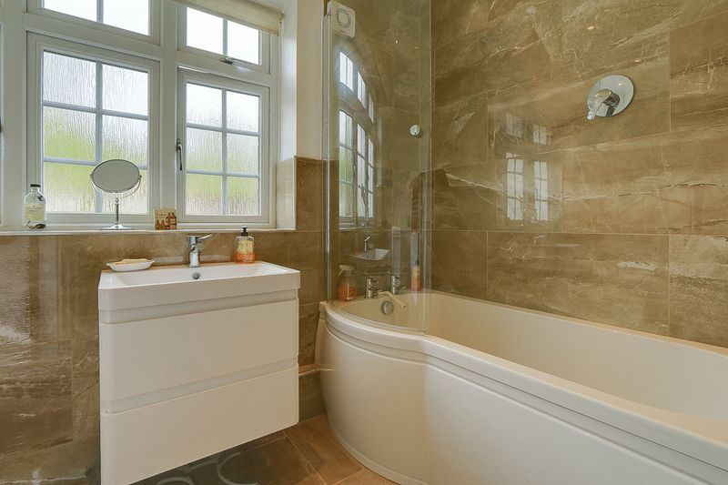 4 bed house for sale in Green Curve  - Property Image 18