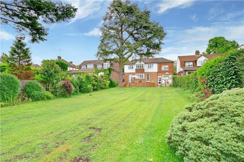 4 bed house for sale in Green Curve  - Property Image 3