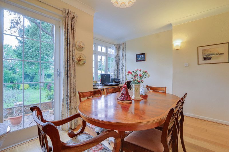 4 bed House for sale in Green Curve - Dining Room (Property Image 3)