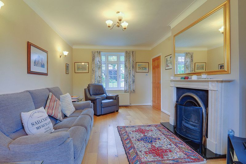 4 bed house for sale in Green Curve  - Property Image 5