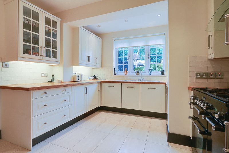 4 bed house for sale in Green Curve  - Property Image 6