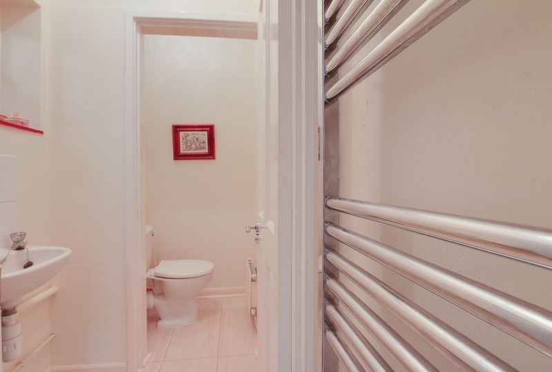 4 bed house for sale in Green Curve  - Property Image 9