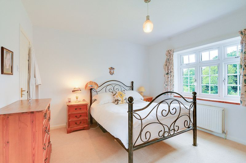 4 bed house for sale in Green Curve  - Property Image 10