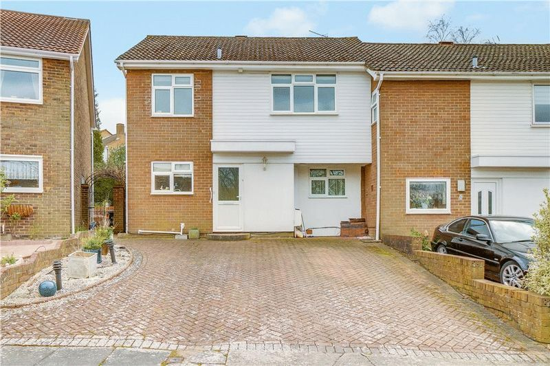 5 bed house for sale in Harkness Close  - Property Image 1