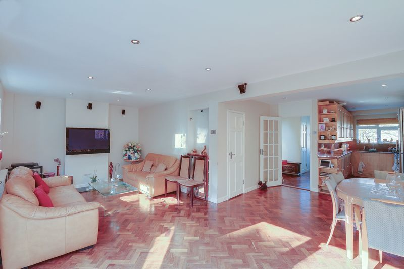 5 bed house for sale in Harkness Close  - Property Image 2
