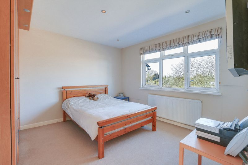 5 bed house for sale in Harkness Close  - Property Image 12