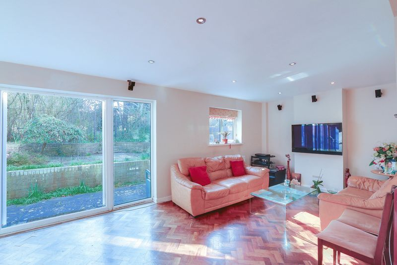 5 bed house for sale in Harkness Close  - Property Image 5