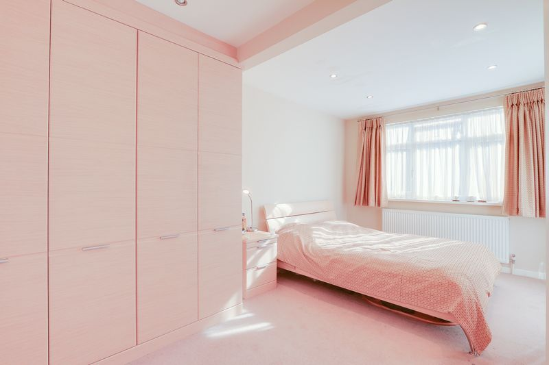 5 bed house for sale in Harkness Close  - Property Image 7