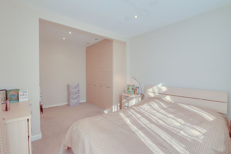 5 bed House for sale in Harkness Close - Master Bedroom (Property Image 7)