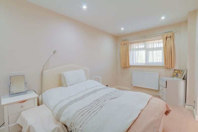 5 bed House for sale in Harkness Close - Bedroom 2 (Property Image 9)