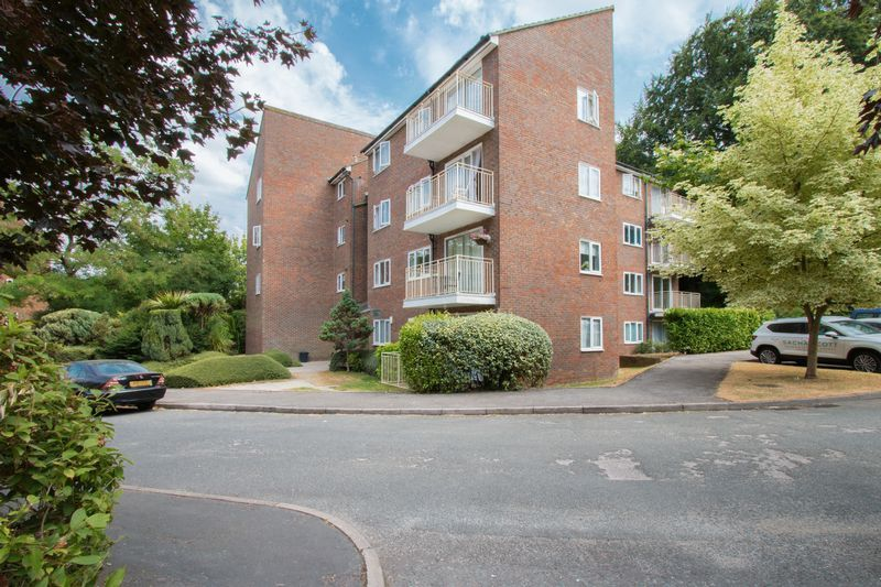 2 bed flat to rent in Basing Road - Property Image 1