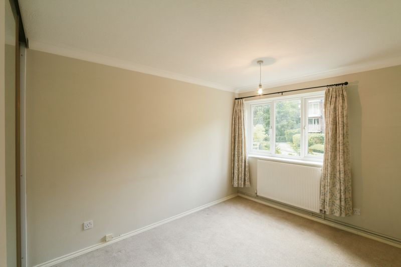 2 bed flat to rent in Basing Road  - Property Image 5