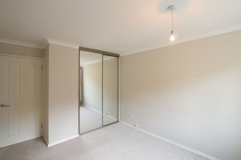 2 bed flat to rent in Basing Road  - Property Image 6
