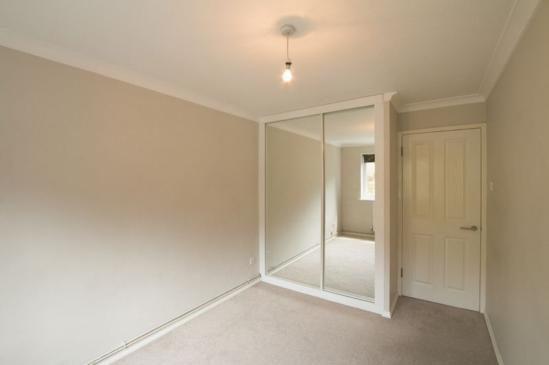 2 bed flat to rent in Basing Road  - Property Image 8
