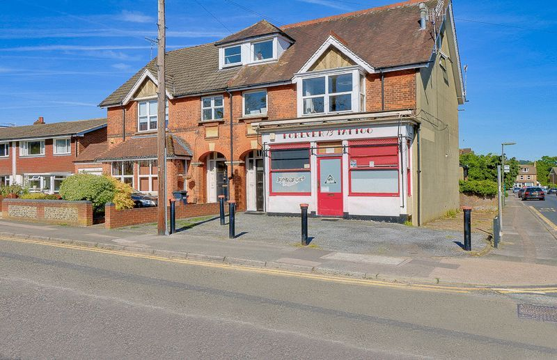 3 bed flat for sale in Nutfield Road - Property Image 1