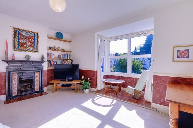 3 bed flat for sale in Nutfield Road  - Property Image 2