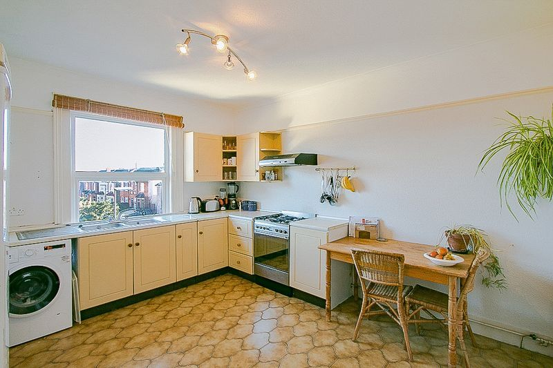 3 bed flat for sale in Nutfield Road  - Property Image 4
