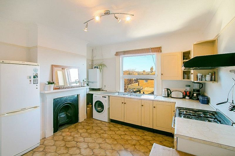 3 bed flat for sale in Nutfield Road  - Property Image 6
