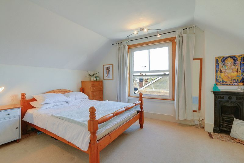 3 bed flat for sale in Nutfield Road  - Property Image 7