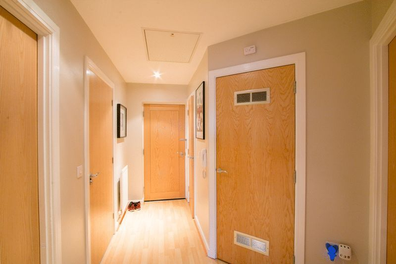 2 bed Flat for sale in 104 Green Lane - Entrance Hall (Property Image 10)