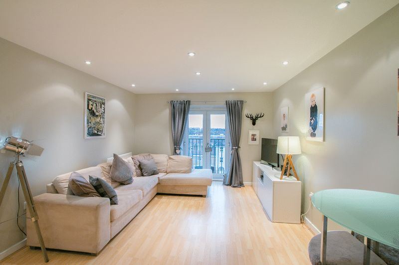 2 bed Flat for sale in 104 Green Lane - Living Room (Property Image 2)