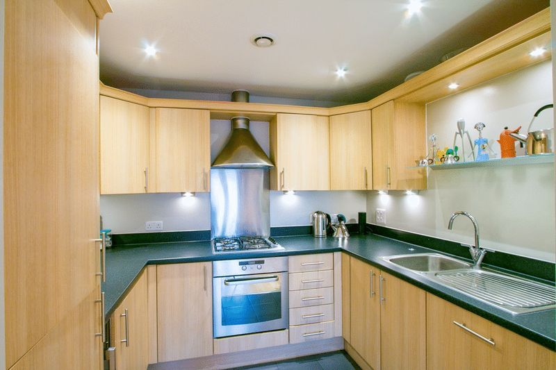 2 bed Flat for sale in 104 Green Lane - Kitchen (Property Image 3)