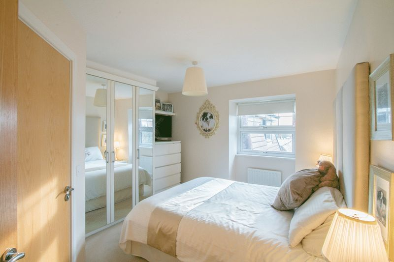 2 bed Flat for sale in 104 Green Lane - Master Bedroom (Property Image 4)