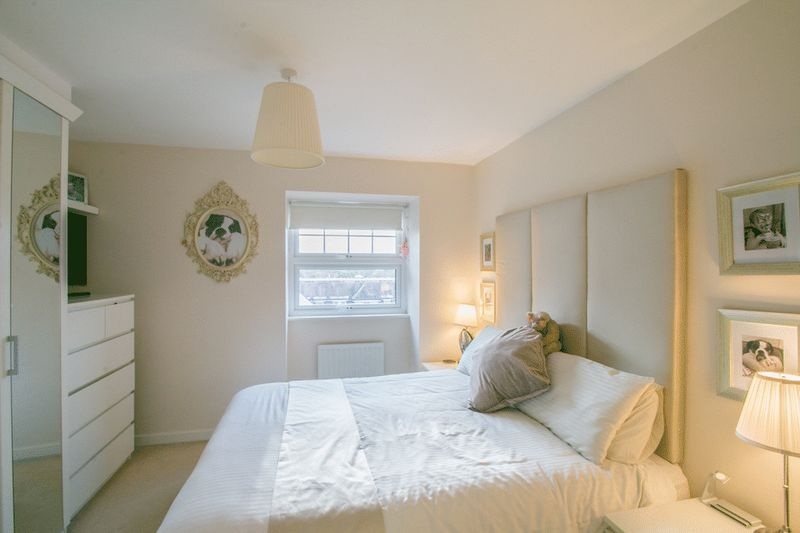 2 bed Flat for sale in 104 Green Lane - Master Bedroom (Property Image 5)