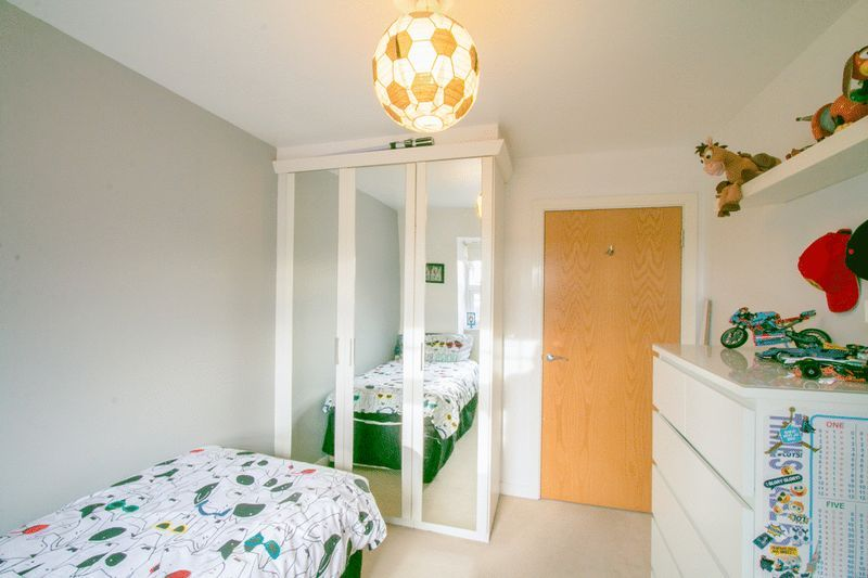 2 bed Flat for sale in 104 Green Lane - Bedroom 2 (Property Image 8)