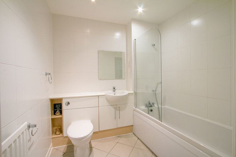 2 bed Flat for sale in 104 Green Lane - Family Bathroom (Property Image 9)