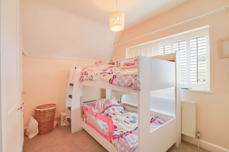 4 bed House to rent in Lower Hill Road - Bedroom 3 (Property Image 10)