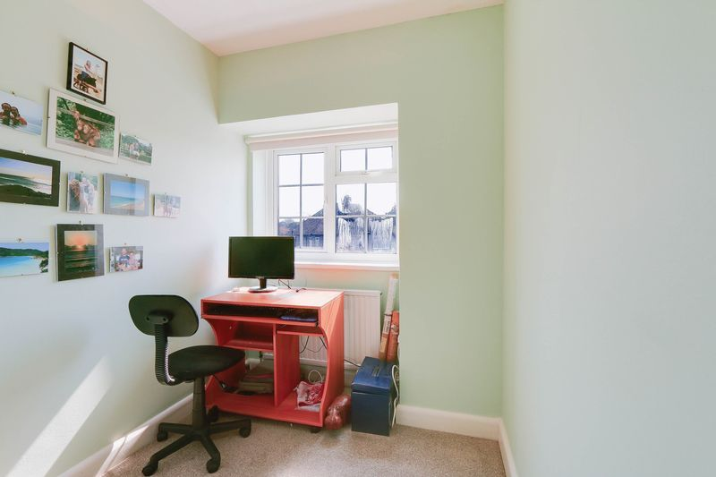 4 bed House to rent in Lower Hill Road - Bedroom 4 (Property Image 11)