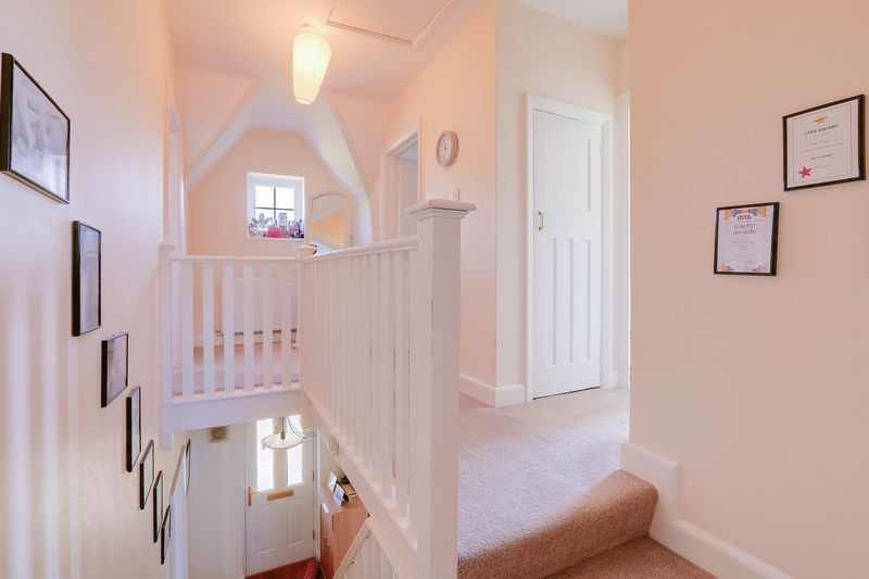 4 bed House to rent in Lower Hill Road - First Floor Landing (Property Image 13)