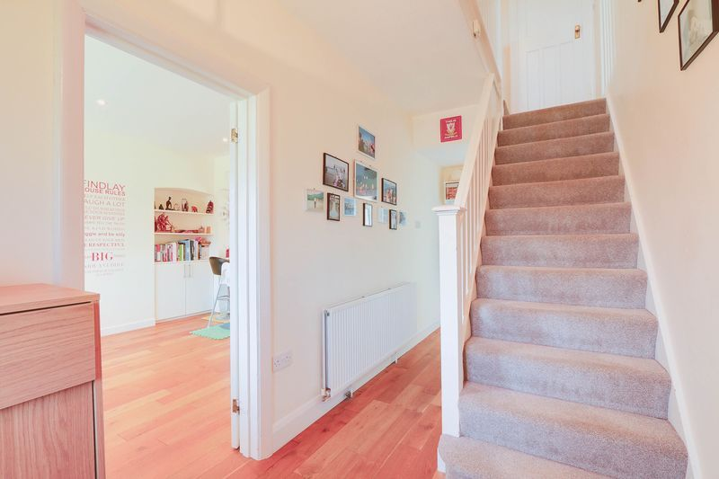 4 bed House to rent in Lower Hill Road - Entrance Hall (Property Image 14)