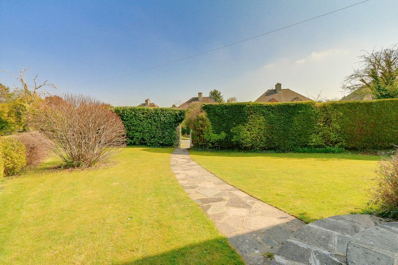 4 bed House to rent in Lower Hill Road - Front Garden (Property Image 16)