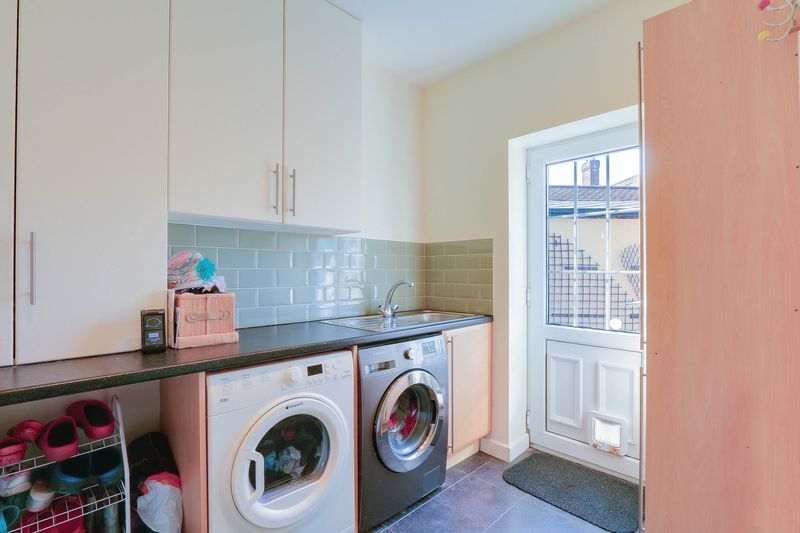4 bed House to rent in Lower Hill Road - Utility Room (Property Image 7)