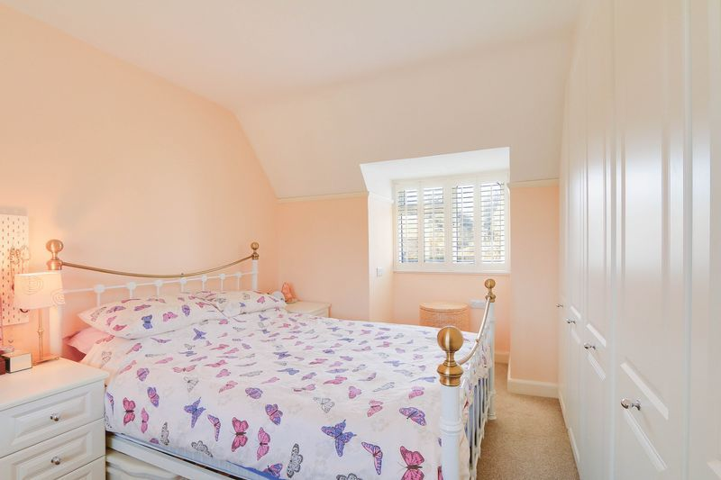 4 bed House to rent in Lower Hill Road - Master Bedroom (Property Image 8)